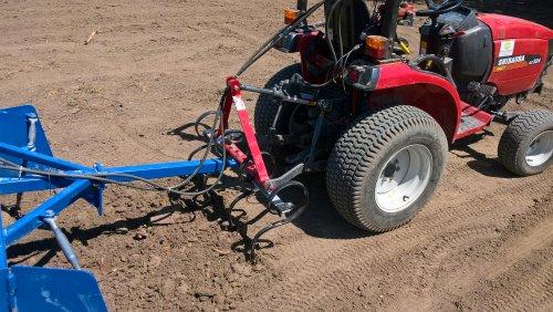 Foto van een Shibaura st 324 van Mini-Loonbedrijf Gelderland-Zuid (Nijmegen) ×.. Geplaatst door Mini-Loonbedrijf op 27-06-2019 om 22:28:45, op TractorFan.nl - de nummer 1 tractor foto website.