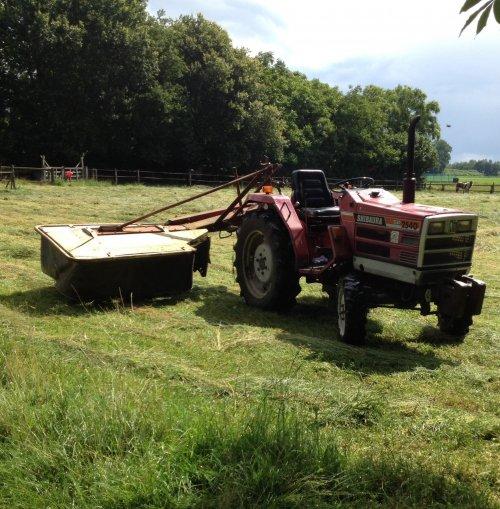 Foto van een Shibaura sp 2540, druk bezig met Gras maaien.. Geplaatst door zeppelin op 04-07-2014 om 19:46:28, op TractorFan.nl - de nummer 1 tractor foto website.