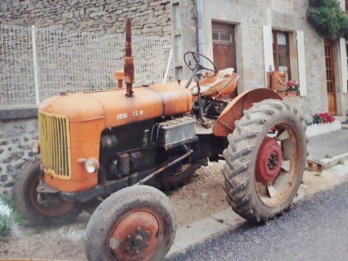 Foto van een Someca onbekend. Wie het type kent, mag het zeggen. Dit is een vakantiefoto uit 1992, 28 jaar geleden dus, ik was toen 18 jaar oud. Genomen met een oude fotocamera met filmrolletje, die je nog moest laten ontwikkelen....  Gemaakt in de Franse Ardennen in het plaatsje Barricourt, zo'n 60 km over de Belgische grens.