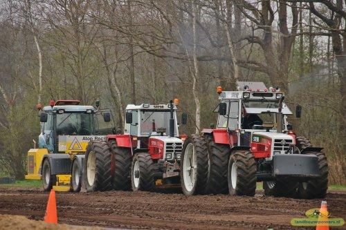 Foto van een Steyr 8130 Turbo & Steyr 8130 Turbo Super duotrek in Fochteloo. Geplaatst door Steyrfanaat op 17-04-2018 om 09:48:37, op TractorFan.nl - de nummer 1 tractor foto website.