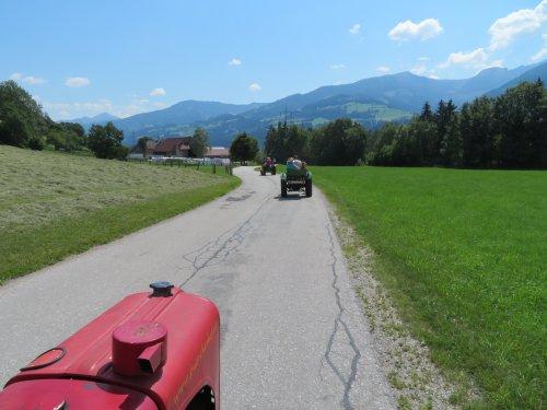 Foto van een Steyr Meerdere tijdens een toertocht door het mooie Steiermark in Oostenrijk. Soms heb je te weinig vermogen om op volle snelheid de berg op te gaan. Het is wel een hele mooie ervaring.