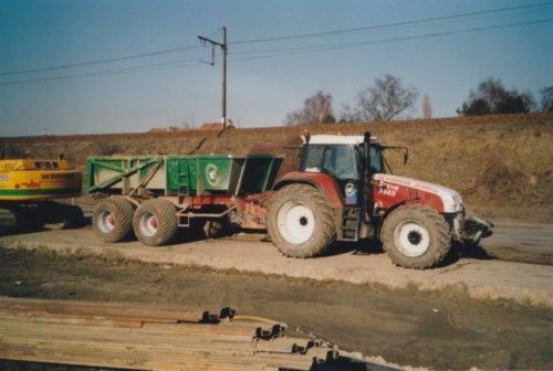 Foto van een Steyr 9145 toen die  nog niet oud was,deze trekker is een paar jaar geleden verkocht met 19000uren op de klok.