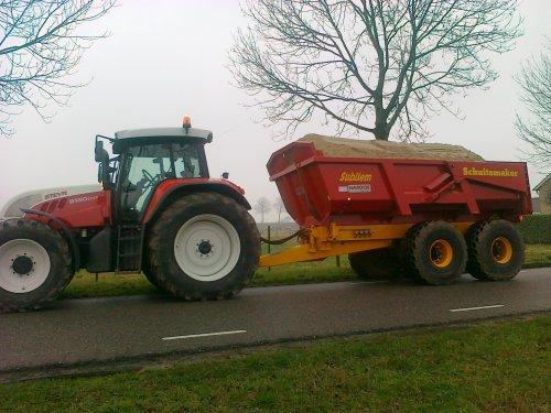 Foto van een Steyr CVT 6160, druk bezig met dumperen. Geplaatst door steyrcvt6160 op 28-02-2011 om 19:28:45, met 4 reacties.