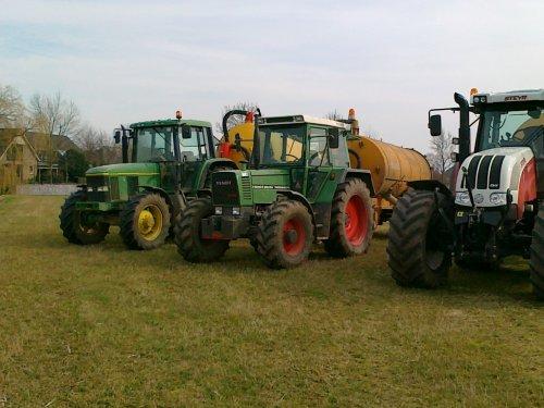 Foto van een Steyr CVT 6160, bezig met bemesten.. Geplaatst door steyrcvt6160 op 12-03-2011 om 19:16:45, met 3 reacties.