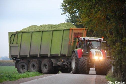 Foto van een Steyr CVT 6195, bezig met maïs hakselen. Ook tijd gekregen om wat foto's te van de maïsoogst door te werken.   Renders, Meer (B)  Meer foto's zien van o.a. de maïsoogst? https://www.facebook.com/BKarstenBeeldproductie