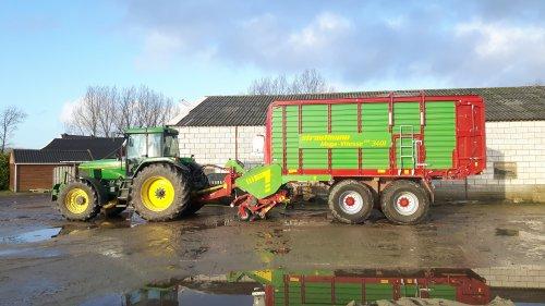 Foto van een john deere 7800 en Strautmann Mega Vitesse 3401. Even gewassen vd week.. Geplaatst door mdoornekamp op 12-01-2017 om 21:34:41, met 12 reacties.