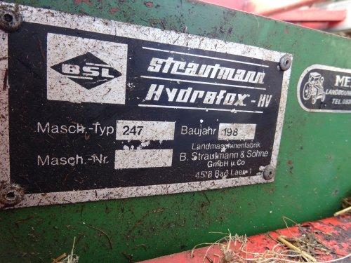 Foto van een Strautmann Kuilvoersnijder. Geplaatst door dickt op 02-11-2019 om 18:24:35, op TractorFan.nl - de nummer 1 tractor foto website.