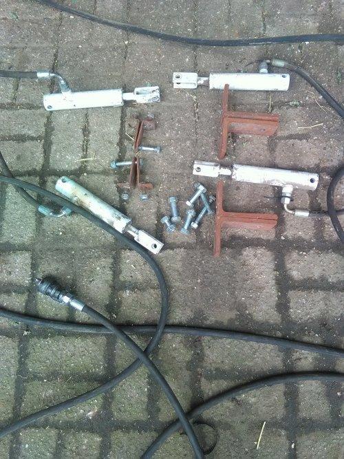 Foto van een Strautmann Super Vitesse complete set remcilinders met bevestiging en slang.. Geplaatst door marceldeutz op 25-02-2020 om 15:33:12, op TractorFan.nl - de nummer 1 tractor foto website.