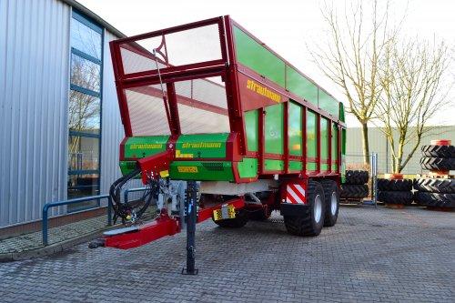 Foto van een Strautmann Aperion 2401. Geplaatst door Lucas Ensing op 03-03-2020 om 19:48:45, op TractorFan.nl - de nummer 1 tractor foto website.