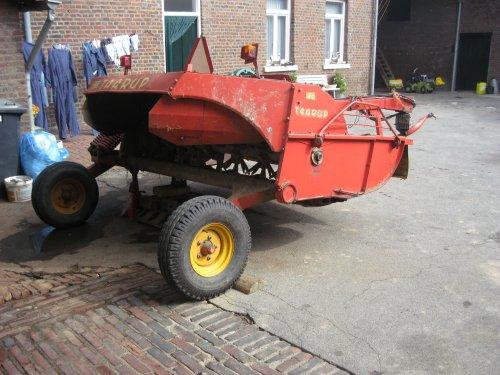 Foto van een Taarup 305, bezig met poseren. Geplaatst door steyrlanzboy op 25-09-2013 om 17:13:54, op TractorFan.nl - de nummer 1 tractor foto website.