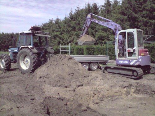 Foto van een Takeuchi TB53FR, uitgraven van ons nieuwe vijvertje.. Geplaatst door Ford 7810 op 24-07-2010 om 21:54:49, op TractorFan.nl - de nummer 1 tractor foto website.