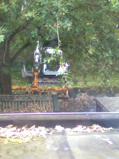 Foto van een Takeuchi onbekend.. Geplaatst door johndeere6220 op 15-10-2010 om 16:45:13, met 7 reacties.