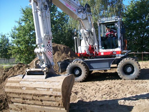 Foto van een Takeuchi TB 1160 w effe testen. Geplaatst door db 770 op 14-01-2011 om 18:19:19, op TractorFan.nl - de nummer 1 tractor foto website.