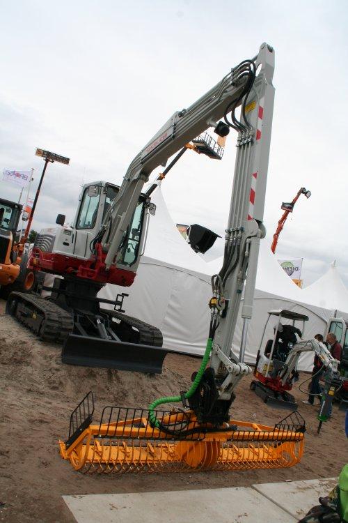 Foto van een Takeuchi TB 250 op de TKD van 2012. Mijn verslag van dit evenement kun je vinden op http://alexmiedema.nl/2012/06/10/tkd-technische-kontakt-dagen-wezep-2012/