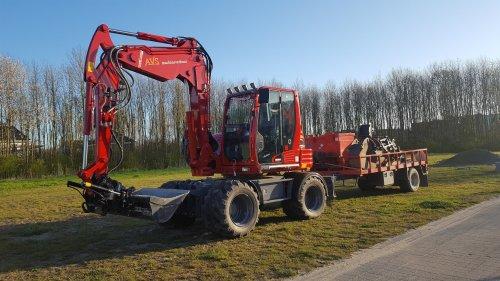 Takeuchi TB 295 W. Geplaatst door Knikker op 03-10-2016 om 21:35:17, op TractorFan.nl - de nummer 1 tractor foto website.