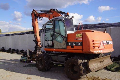 Foto van een Terex TW 150. Geplaatst door jans-eising op 15-02-2019 om 20:04:15, op TractorFan.nl - de nummer 1 tractor foto website.