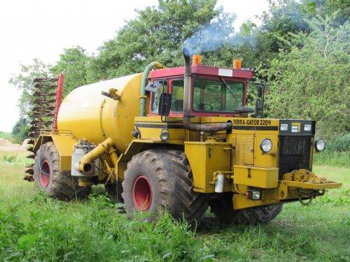 Foto van een Terra Gator 2204. Geplaatst door jans-eising op 11-07-2017 om 06:52:01, op TractorFan.nl - de nummer 1 tractor foto website.