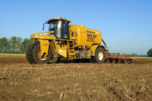 Bouwland bemesten door Bos uit Bathmen  https://youtu.be/XsgBfK82NFg. Geplaatst door pekkerietfan op 06-06-2018 om 21:47:21, op TractorFan.nl - de nummer 1 tractor foto website.