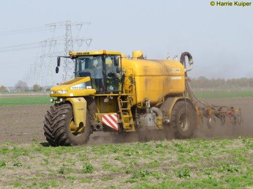 Foto van een Terra Gator 8133. Geplaatst door oldtimergek op 17-04-2019 om 22:42:33, op TractorFan.nl - de nummer 1 tractor foto website.