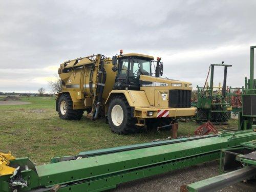 Foto van een Terra Gator 3104. Geplaatst door jellehoekstra op 21-10-2019 om 17:28:15, op TractorFan.nl - de nummer 1 tractor foto website.
