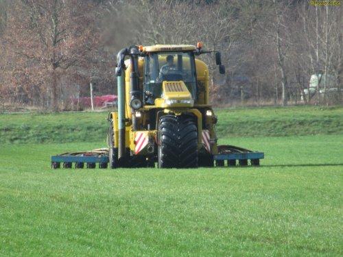 Foto van een Terra Gator 8133 ,op  19-02-2020 aan het grasland bemesten.. Geplaatst door oldtimergek op 19-02-2020 om 16:02:44, op TractorFan.nl - de nummer 1 tractor foto website.