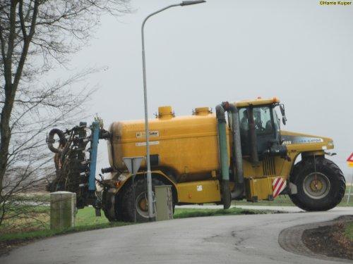 Foto van een Terra Gator 8133 ,op  19-02-2020 aan het grasland bemesten.. Geplaatst door oldtimergek op 19-02-2020 om 16:02:49, op TractorFan.nl - de nummer 1 tractor foto website.