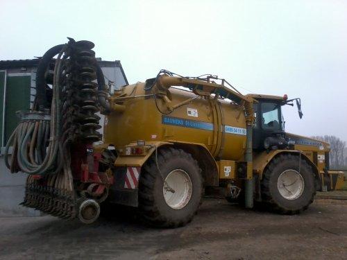 Foto van een Terra Gator 2104, bezig met voeren. Geplaatst door rsmasterrs op 04-08-2011 om 01:39:15, op TractorFan.nl - de nummer 1 tractor foto website.