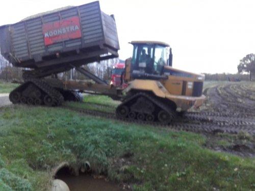 Foto van een Terra Gator, druk bezig met Maïs hakselen.. Geplaatst door wout-hofstede op 13-11-2015 om 16:30:35, op TractorFan.nl - de nummer 1 tractor foto website.
