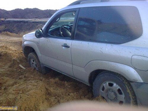 Toyota Landcruiser van vastgereden