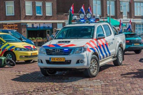 Foto van een Toyota HiLux, opgebouwd voor personenvervoer.. Geplaatst door xrayjaco op 25-08-2019 om 14:13:45, op TractorFan.nl - de nummer 1 tractor foto website.