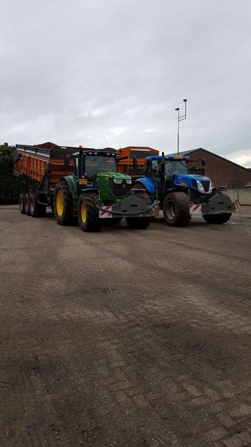 new hollland T7050 en john deere 6215R wortelen aan het overladen. Geplaatst door tijnvraak op 19-11-2017 om 11:14:36, op TractorFan.nl - de nummer 1 tractor foto website.