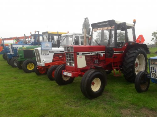 Op het treffen van de lozen boer in lochristi. Na 20 jaar naar treffens te gaan valt het me toch op dat er steeds meer tractors met cabine aanwezig zijn.