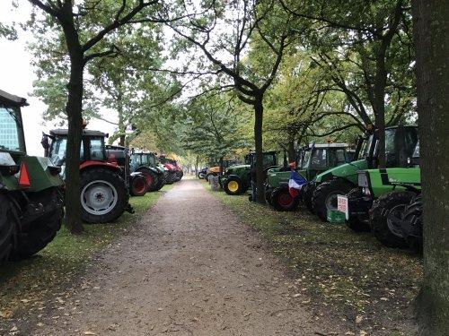 Foto van een Tractors Diverse, geparkeerd op het Koekamp. Geplaatst door Angelo368 op 18-10-2019 om 13:49:08, op TractorFan.nl - de nummer 1 tractor foto website.