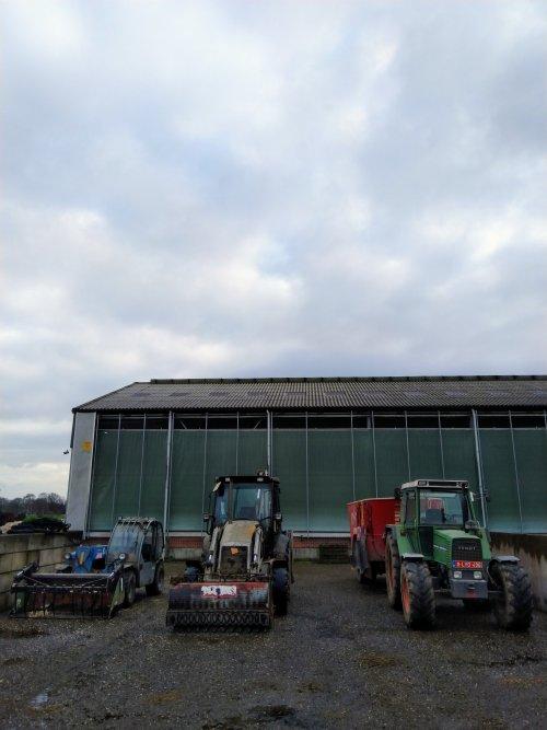 Foto van een Tractors Diverse. Ons voerteam op de foto 😀. Geplaatst door fendt716,311driver op 19-01-2020 om 18:08:34, met 2 reacties.