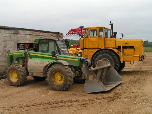 Leuke machines, behoorlijk verschillend! Geen idee welke types. Foto gemaakt op boerderij in oostblok