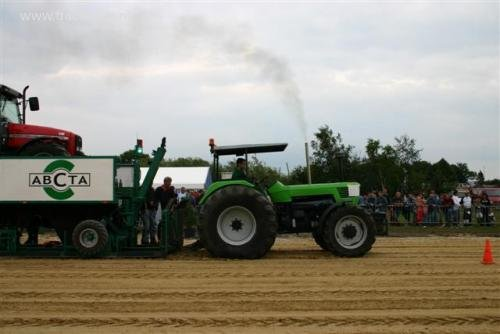 En weer wordt de wagen zwaarder, zie de voor wielen. Geplaatst door ErikJan op 26-11-2006 om 02:43:06, met 9 reacties.