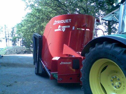 Foto van een Trioliet Triomix (voermachine), bezig met poseren. De nieuwe mengewagen is er !. Geplaatst door frankie11 op 11-07-2010 om 12:33:09, met 5 reacties.