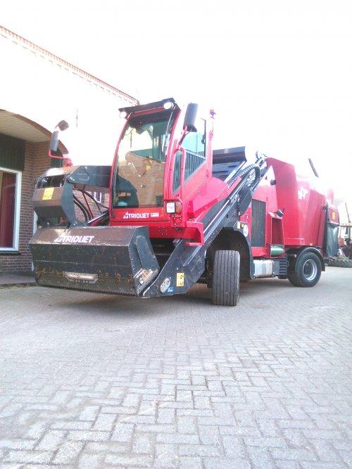 Foto van een Trioliet triotrac, druk bezig met Poseren.. Geplaatst door Inter724 op 15-02-2015 om 17:04:17, op TractorFan.nl - de nummer 1 tractor foto website.