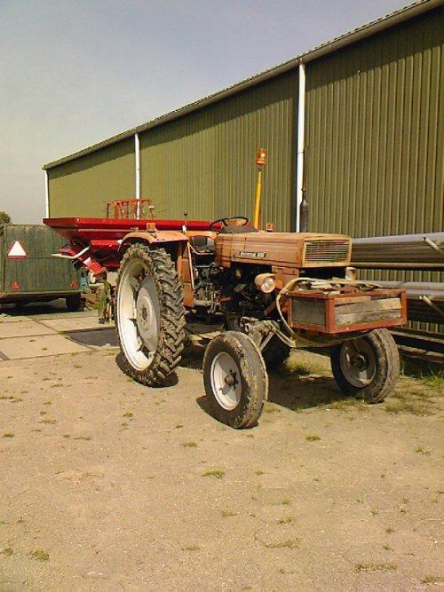 Universal me lely kunstmest strooier. Geplaatst door Ronald88 op 31-08-2008 om 20:09:39, op TractorFan.nl - de nummer 1 tractor foto website.
