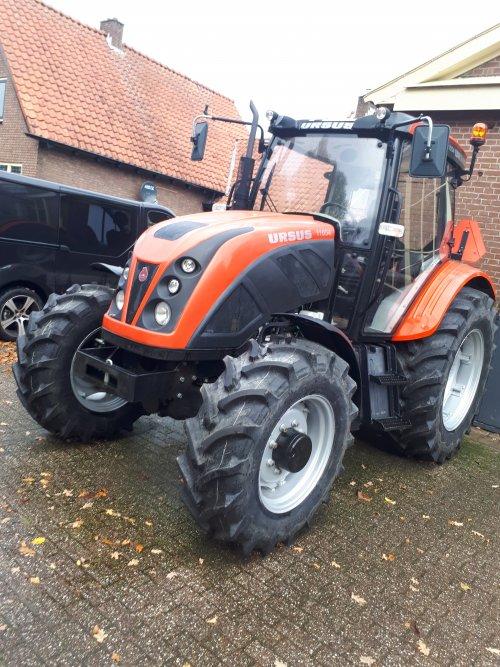 Ursus 11054 van ajb mechanisatie Ruurlo. Geplaatst door weusjr op 29-11-2017 om 23:08:50, op TractorFan.nl - de nummer 1 tractor foto website.
