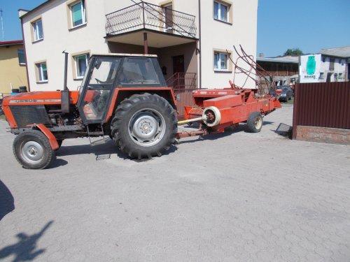 Foto van een Ursus C-385. Geplaatst door basia op 09-08-2018 om 20:29:48, op TractorFan.nl - de nummer 1 tractor foto website.
