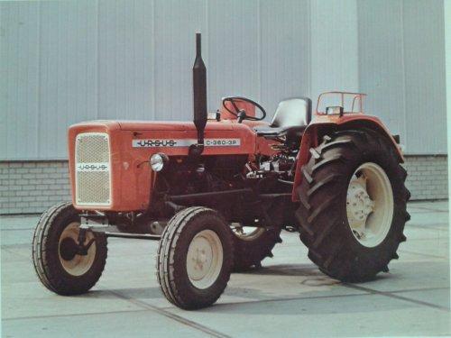 Foto van een Ursus c360-3P folder.. Geplaatst door john deere 8360r op 16-11-2019 om 10:59:44, op TractorFan.nl - de nummer 1 tractor foto website.