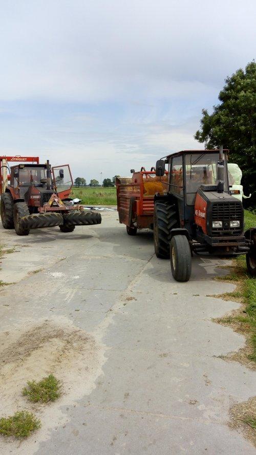 Valmet 405& valmet 805 voertrekkers. Geplaatst door appievaltra op 16-06-2018 om 20:37:13, op TractorFan.nl - de nummer 1 tractor foto website.