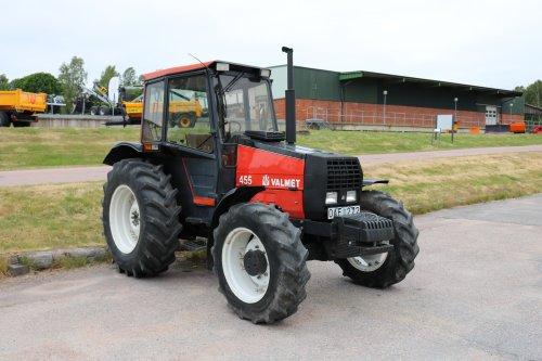 Foto van een Valmet 455. Geplaatst door collin ihfan op 11-06-2020 om 20:26:59, op TractorFan.nl - de nummer 1 tractor foto website.