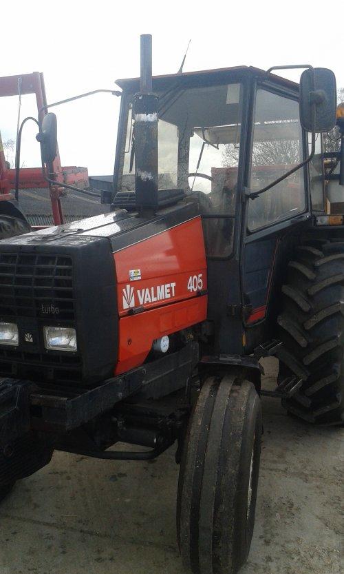 Foto van een Valmet 405. Geplaatst door appievaltra op 06-04-2015 om 15:43:25, op TractorFan.nl - de nummer 1 tractor foto website.