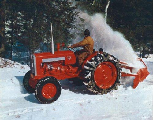 Foto van een Valmet 565, bezig met sneeuwruimen.. Geplaatst door valtradriver op 12-01-2016 om 21:47:26, met 2 reacties.