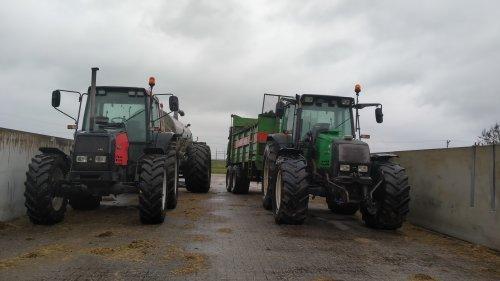 De 6100 & 6850, met het mooie regenachtige weer zijn we begonnen met vaste mest en drijfmest op het land brengen. Dat het maar goed mag groeien 💪