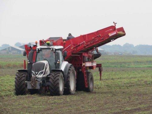 Foto van een Valtra T174. Geplaatst door jans-eising op 14-01-2018 om 11:35:01, op TractorFan.nl - de nummer 1 tractor foto website.