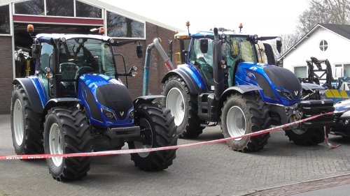 Paasshow bij Holvo in Lettele. Op de foto een blauwe Valtra A & T serie! https://youtu.be/ChFkpupHnXY