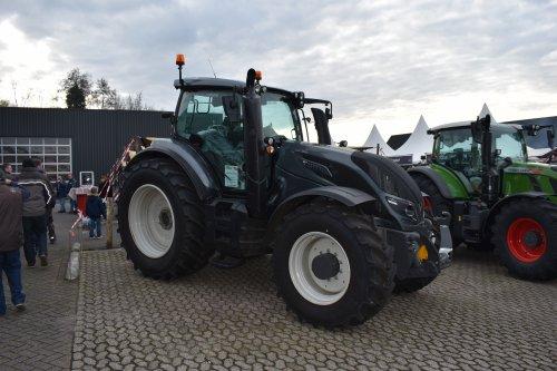 Foto van een Valtra T234. Geplaatst door jordi 1455 op 10-01-2019 om 20:21:03, op TractorFan.nl - de nummer 1 tractor foto website.